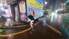 韓妹好HIGH 雨中忘情跳舞  性感爆表