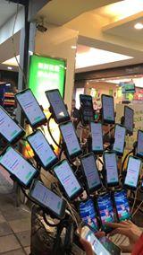 寶可夢阿伯 已經進化到24隻手機抓寶了
