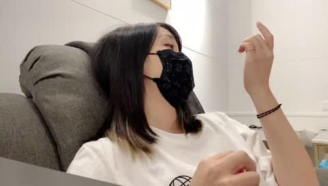 劉萱的姐姐為了不上鏡頭 偷偷用爬的