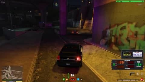 這逃跑路線讓後方警車全部中招