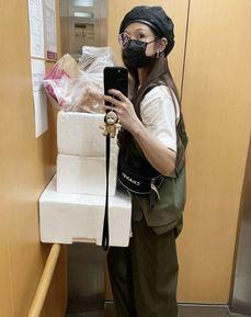 疫情衝擊演藝事業,李千那為自家經營餐廳當外送員