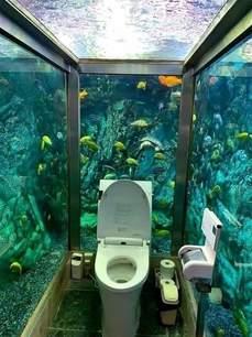 水行俠上廁所大概是這種感覺