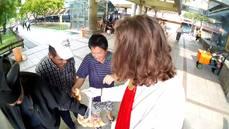 耶穌降臨台灣發麵包,大媽大爺蜂擁而上